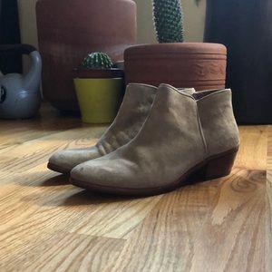 Grey suede booties 🐴
